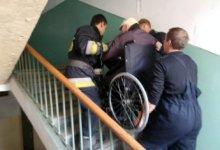 Photo of В Днепре мужчина с инвалидностью не смог попасть домой из-за неработающего лифта