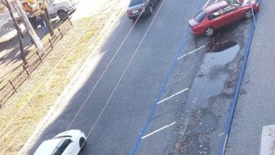 Photo of Парковки в Днепре: разбитый асфальт, грязь и лужи за 15 гривен в час
