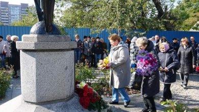 Photo of 12 лет трагедии: в Днепре почтили память погибших во время взрыва на Мандрыковской