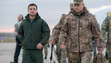 Photo of Зеленский посетил добровольцев в Золотом