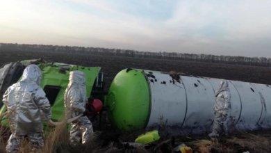 Photo of В Новомосковском районе газовоз съехал в кювет и перевернулся