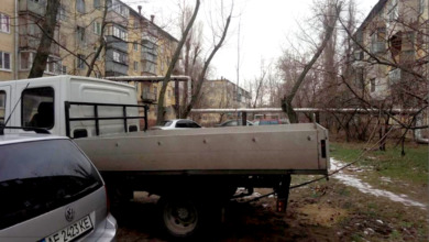 Photo of В Днепре водитель припарковал свой автомобиль на дереве