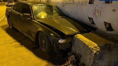 Photo of В Днепре автомобиль BMW столкнулся с Toyota и влетел в бетонную плиту
