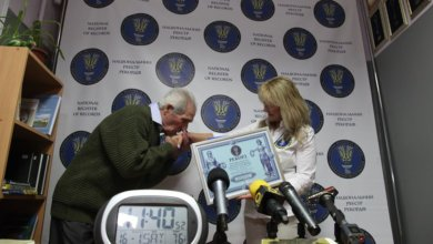 Photo of Пенсионер-рекордсмен: украинец наизусть читал стихотворения 12 часов подряд