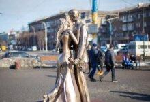 Photo of В центре Каменского появилась скульптура влюблённых